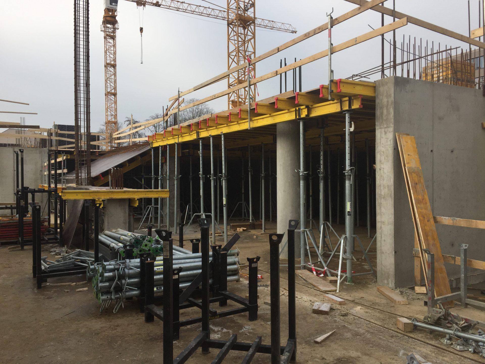 Na stavbě