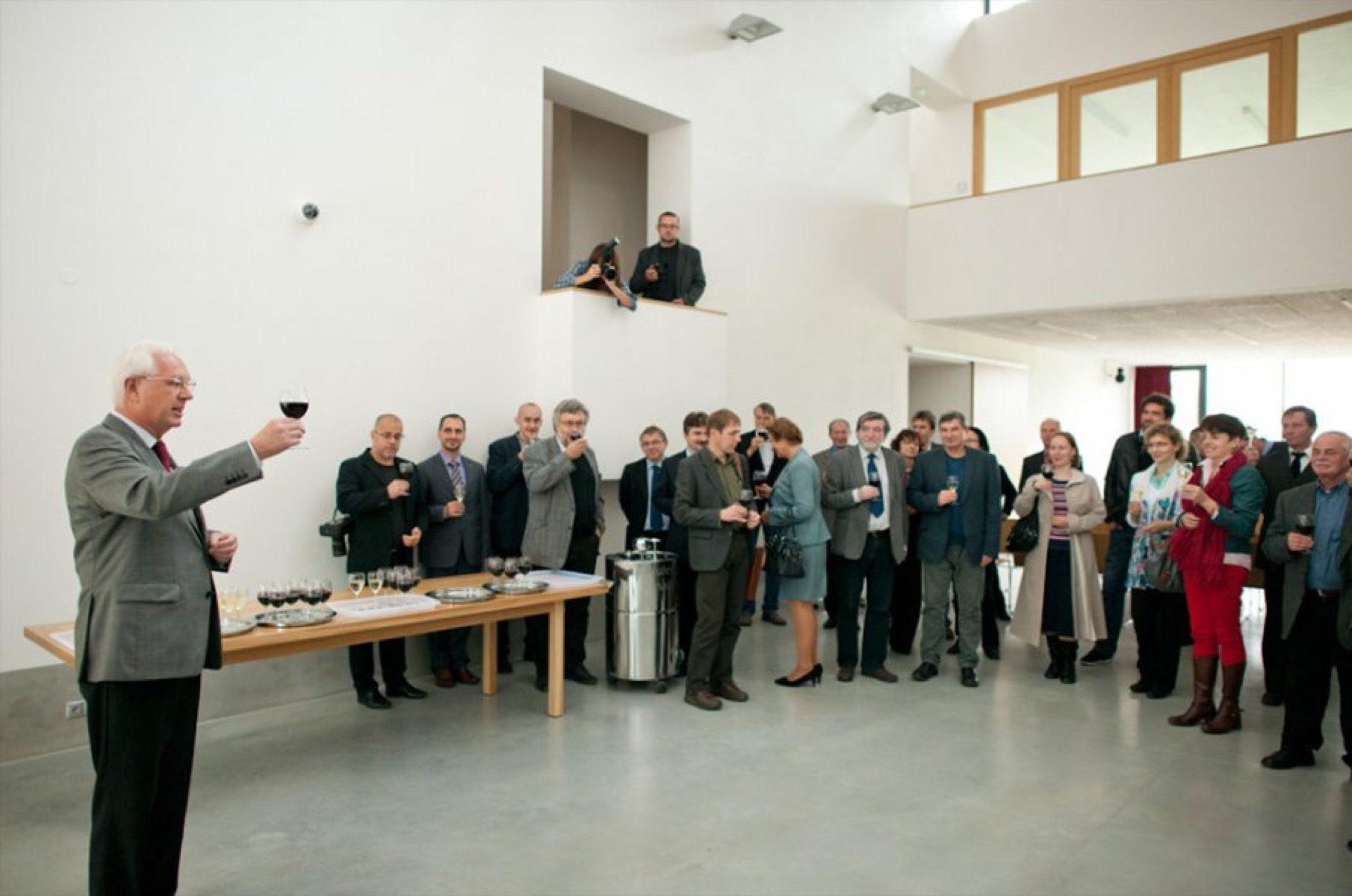 Slavnostní otevření stavby výzkumné základny Archeologického ústavu AV ČR Brno vMikulčicích