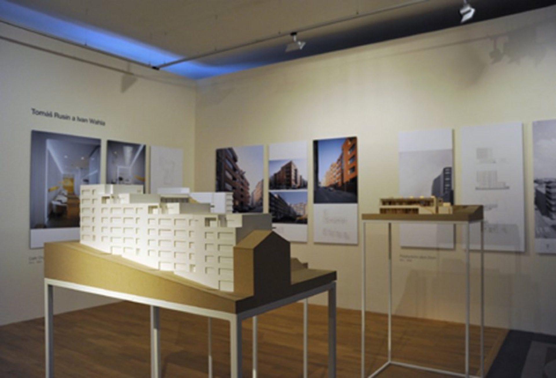 Pozvánka na výstavu Stavby aprojekty Burian Křivinka Pelčák Rusín Wahla