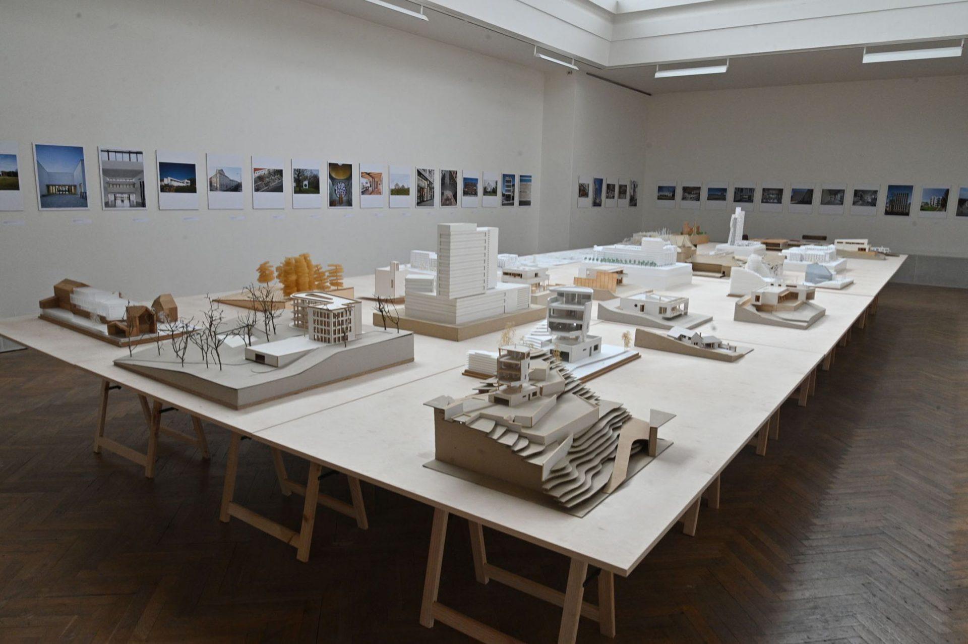 Výstava Stavby aprojekty Burian-Křivinka, Petr Pelčák, Rusín & Wahla
